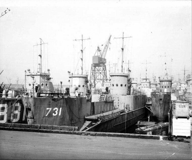 上陸用の船 なぜLSTやLSMが海軍造船所でも作られたのに対しLCIは民間造船所でのみ作られたんですか?