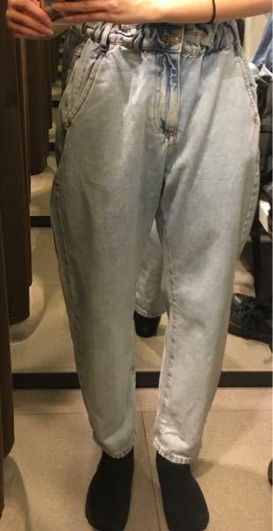 ストレートパンツを履くとこんな感じになります。 どんなパンツが私に似合うでしょうか?足はO脚です。