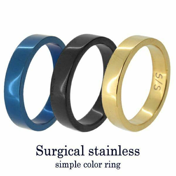 20代前半の女性がこれの黒を左手薬指に着けてても結婚指輪には見えないですか? ファッションは黒が似合う感じじゃなくてガーリー系やカジュアル系です。