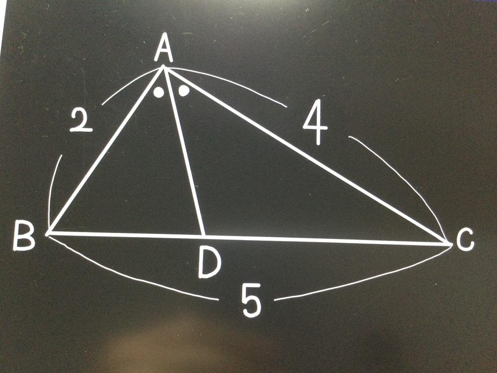 数学です! BDを求める問題なんですが、 答えでは、AB:AC=2:4=1:2 よって、BC=1/3×BC=5/3 とあったのですが、 BD=xとおき、DC=x-5となり、 x:x-5=2:4とやるとx=5になっちゃいます。何が違うんですか?