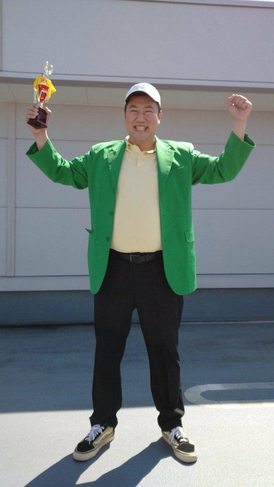 とにかく明るい安村氏は、松山プロに似ていますか?