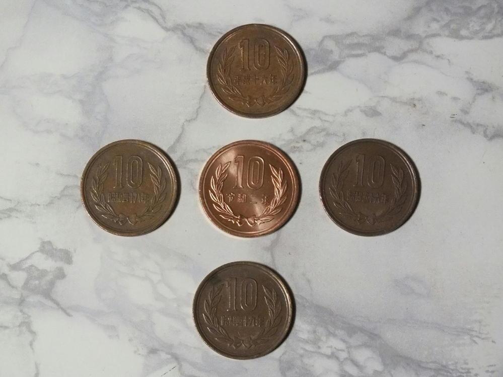 今日、偶然に令和2年発行のぴっかぴかの十円玉をお釣りでもらいました。 本当にぴっかぴかで、このような十円玉は今までに見たことがありません。 値打ちはないと思うのですが、あまりにも綺麗なので、この...