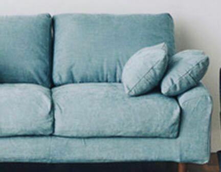 ソファに水色ってどう思いますか? 若い時はいいけどお年寄りになったら嫌になるのかな。 全部カバー外して洗えるのがいいなと思ったのですが、 色がごげちゃか、ブルー ブルーは好きだけど、可愛すぎる気もしている。