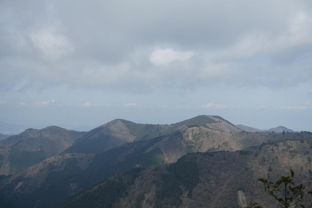 宮指路岳から西に見える山はなんという山でしょうか?