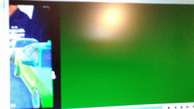 Aviutlについて質問を。 動画編集してたら動画が緑になりました。(エンコード前の編集画面)これどうすれば対処出来ますか?これの一つ前の動画は正常に動きます。