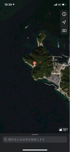 写真の謎の建物の詳細が気になっています。 場所は広島県江田島市の沖見町にあり、航空写真からは別荘?のような感じです。 よく近くの海を通るときに、なぜこんなところに豪邸が?と気になっています。 詳...