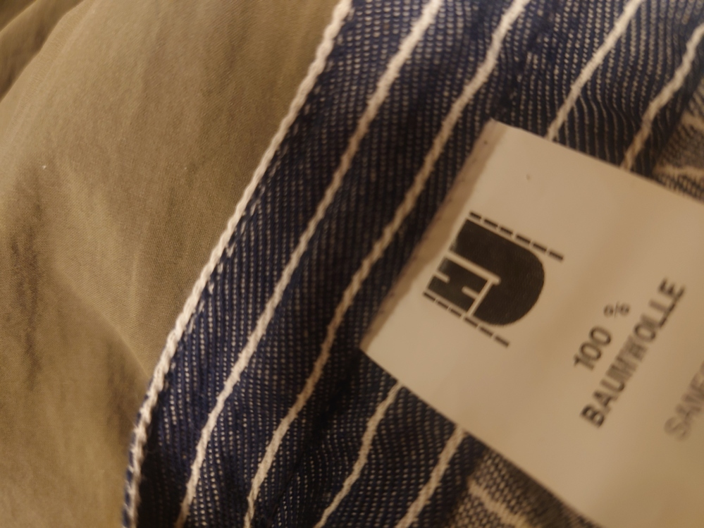 古着に詳しい方教えて下さい! 古着屋さんでストライプシャツを購入しました。 ヨーロッパのものらしく貴重という紹介をされました。 生地はコットン100%です。 襟元のタグは新しくつけられたようなものでHJと記載されていました。 調べてもよくわからなかったので 有名なブランドなのか知りたいです。 よろしくお願い致します。