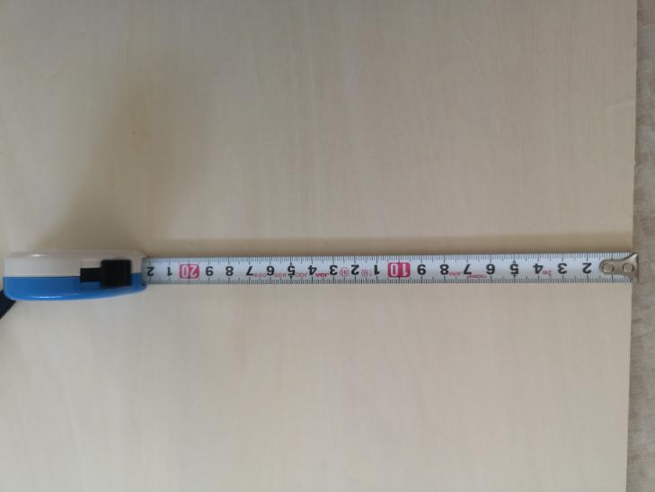 このスケールですが、先端を木に引っかけて30㎝のとこで測ったのとものさしで30㎝測ったのでは誤差1ミリあるんですよねスケールで測った方が1ミリ多い。おかしいですよね?