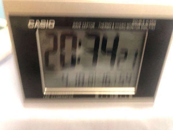 カシオの置き時計 DQD-710J ですが、セットしてもいつの間にか初期化され1月1日とか時間も狂います。なぜですか? 電波受信はなかなか進まないのでベランダに放置したのでしてるはずです。