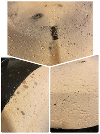 長谷園のかまどさんの土鍋をここ1、2ヶ月使い始めましたが、数日前からシミのようなものがあるのに気付きました。 これは写真3枚とも全部カビなのでしょうか? カビだとしたら外側のカビを上手に取る方法を教えていただけたら嬉しいです。