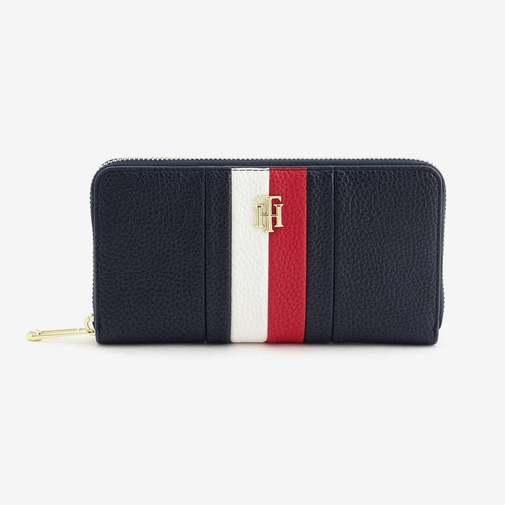 2年の男子高校生です。長財布を買いたくて TOMY HILFIGERの財布で迷ってます。 この財布は高校生でも合ってますか?