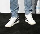 BTSのAMA2017でテヒョンが履いていた靴のブランドを知っている方教えてほしいです‼️‼️