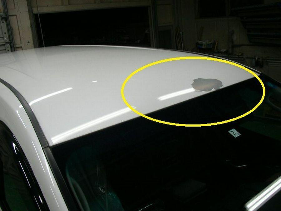 拾い画像ですがルーフの塗装がこんな感じで剥げてしまってます。 応急処置として直す手順を教えてください。