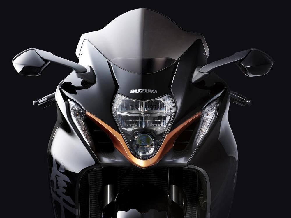 新型ハヤブサは50万km乗れるように設計されているそうですが。 よく分からないのですが。 バイクで50万kmはいくらなんでもオーバークォリティーなのでは。 ・・・・・・・・・・・・・・・・ スズ...