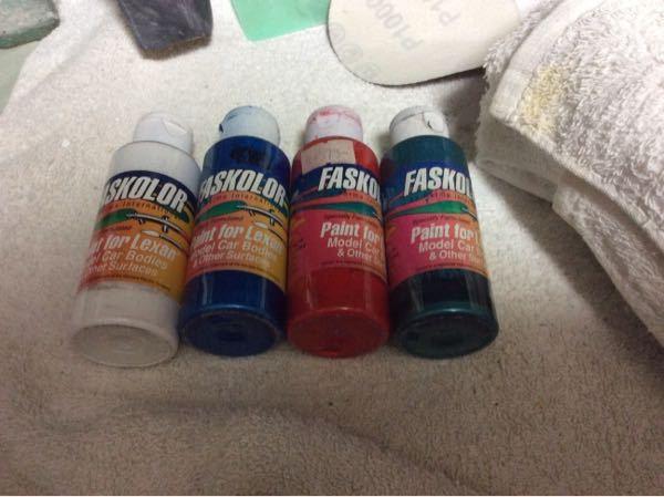 エアブラシとFaskolorという塗料をもらったのですが 塗料の薄め方がわかりません。お願いします。