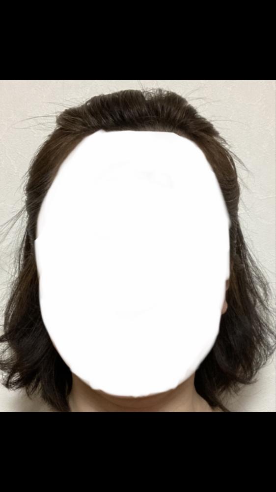 自分に似合う髪型について。 自分に似合う髪型を調べたいのですが、自分の顔型がどのタイプかわかりません。 この形だと、丸型ですか? それとも、ベース型ですか?