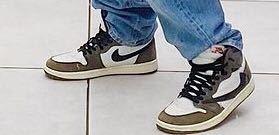 この写真のNIKEの靴ってなんて調べれば出てきますか?