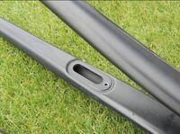 ロードバイクのフォークのこの穴はどういう使い方をするんですか?