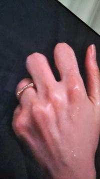 リコカツのドラマで北川景子さんがつけている結婚指輪がどこのブランドの上品かを教えてください 検索するとブシュロンのキャトル ホワイト リングスモールという情報にたどり着きましたが、TV画面を撮影した添付...