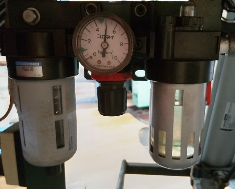 コガネイのR300の圧力を上げ方を教えてください。