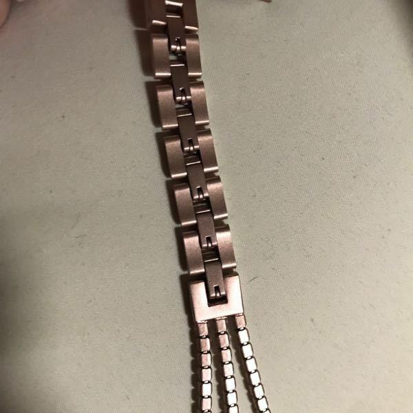このタイプの時計のバンドはどうやって長さ調整すれば良いのでしょうか?工具などは必要ですか??