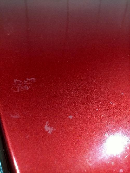 こんにちは。 写真のような車のシミ?みたいなものはどうやって取ることができるでしょうか。 教えていただきたいです。