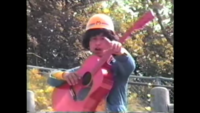 人造人間キカイダーでジローが使っているギターのメーカーってなんでしょうか? なんかクラッシック(?)とアコースティック(?)のタイプがあるみたいですが。  ※画像はイメージです。