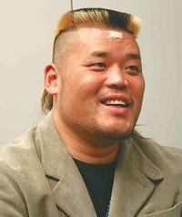プロレスラーの天山広吉さんの髪型はツーブロックですか?それともまた違った髪型なのでしょうか?