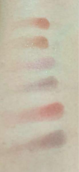 どの色が肌に馴染んでいるか教えてください。 写真が分かりにくくて申し訳ないです