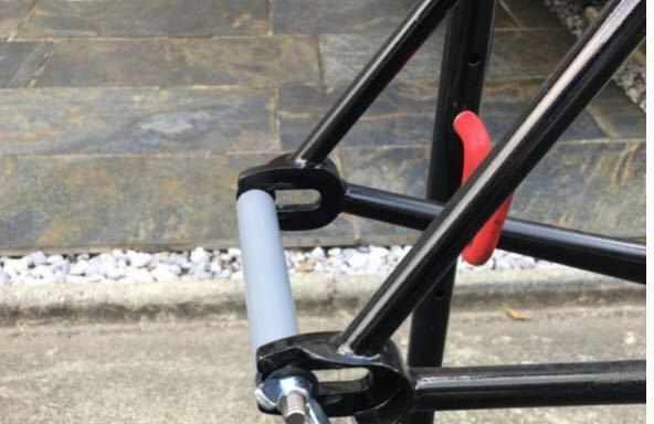 ピストのエンド金具って必要な理由あります? ロードバイクとかはディレイラーを守るためとか見たんですが、ピストはそんなん無いですよね。 最近エンド金具について知ったんで単純にどういう理由で付けるか知りたいです