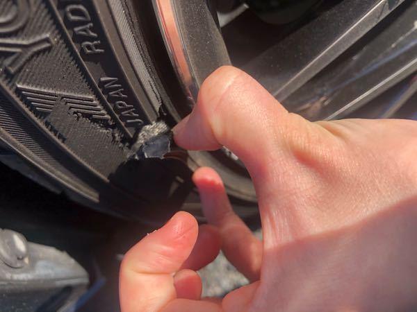 タイヤがこうなりました。 ここがえぐれているとどのような問題がありますか? ここの役割を教えて欲しいです