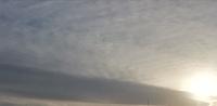 地震雲でしょうか? 今日の夕方の西の空の雲、おかしくないですか?