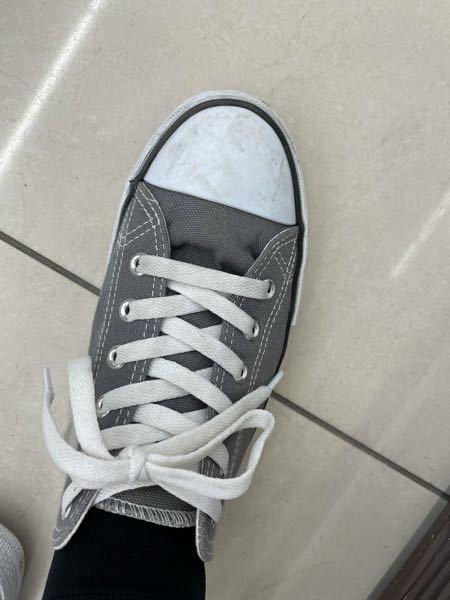 写真みたいに靴の上の所が下の方に行くんですけど、どうしたらちゃんとなりますか?