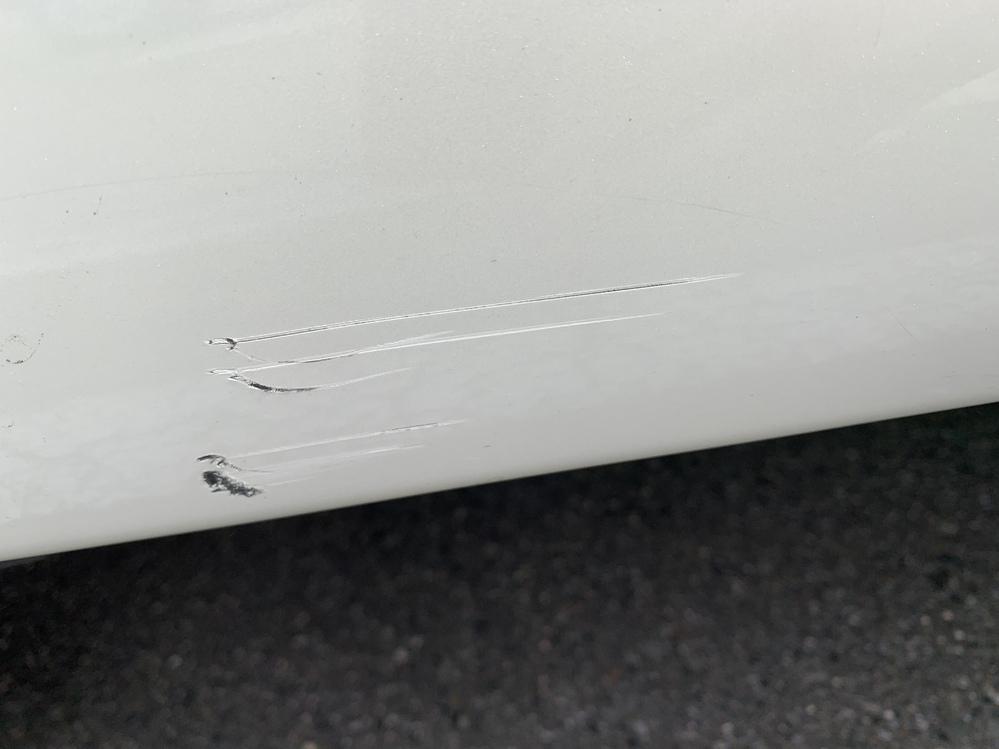 この程度の傷だと修理するのに いくらぐらいが相場でしょうか?
