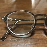 眼鏡屋さんもしくはメガネに詳しい方に質問です。 新しくメガネを作り今日出来上がってきたのですが、フレームとレンズの境目に白い縁が目立って格好悪いです。 1.74の薄型レンズ、中度の近視です。-6.00位。 1度だけ無料でレンズ交換可能です。 レンズの白い縁を少しでも目立たなくする方法ってあるのでしょうか?