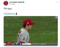 【大谷翔平】エンゼルス実況「座ってください」ってなんですか?【初勝利】 エンゼルスの公式Twitterの動画の30秒のところで、実況が「座ってください」と大声で言ってるんですが、これはどういう意味なんでしょうか? https://twitter.com/Angels/status/1386873499730419713 50秒あたりでも「座ってください」と「三振」を言ってます。 三振は...