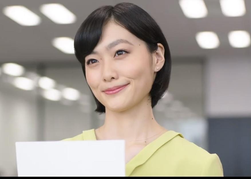 Sky株式会社の企業CM「その手の中にSky」編で、コピーをしている女性は誰でしょうか。どなた...