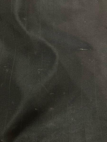 鞄の傷について、 ナイロンの鞄に写真のような傷がつきます。 擦り傷でしょうか。洗剤などをつけても取れませんでした。 対策等分かる方いらっしゃいましたらアドバイスいただけると助かります。