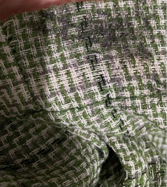 自転車に巻き込まれてお気に入りのパンツが黒く汚れてしまいました(T_T) 一回普通に洗濯しましたが取れません。 漂白したら糸の色まで取れちゃいますよね、、?