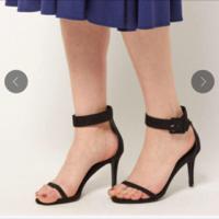 ゴールデンウィーク中はこういう足の甲がよく見えるサンダルはまだ早いですよね?