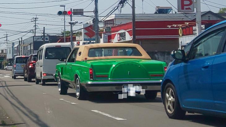 すみません! 写真の車は何と言う車ですか? メーカーと車種を教えてください❗️