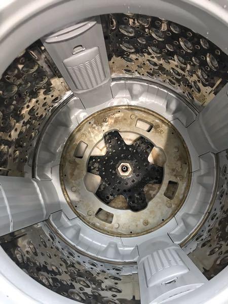 洗濯機分解について教えて下さい! 東芝 AW-10M7 を分解清掃したく、洗濯槽を取り出す方法がネットにのってなく分かりません。 前にやった東芝の洗濯機は底が、10ミリのネジ4本で止まっていたのですが今回のは37ミリのナットが中心にありとまってる感じの作りです。 このナット緩めても大丈夫なんでしょうか。 緩めるとしたら通常のネジの方向で大丈夫でしょうか。 すみませんが、誰か教えてください。