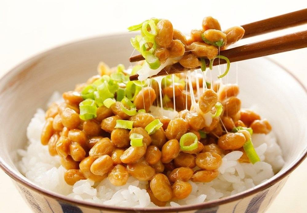 お正月にも納豆を食べて セロトニンを分泌しやすくしますか??