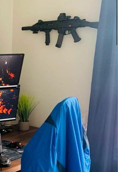 写真上部の銃の名前とカスタム部品を教えて下さい。 よろしくお願いします。