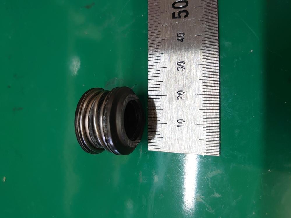 2000年の隼のエンジンの部品で、この物が何処の部品か判る方いらっしゃいますか?