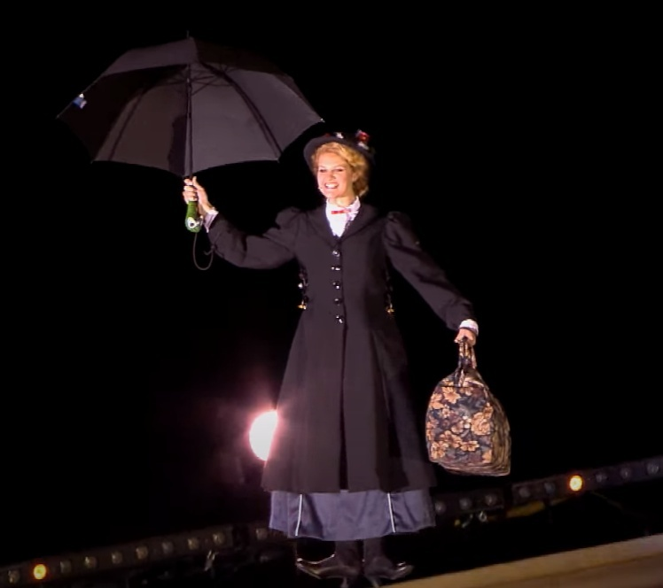このメリー・ポピンズのライブは生歌ですかそれとも口パクですか? 生歌だったらメチャうまいですか?、それとも並ですか? 吊られて生でここまで歌えますかね? ■ André Rieu - Supercalifragilisticexpialidocious (Mary Poppins) https://www.youtube.com/watch?v=IWH3Hmsr5fM