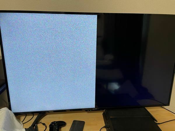 テレビの画面が割れます。 数年前からこのように、時々前触れなくテレビの画面が割れることが続いています。前のテレビでなったためテレビを買い替えたのですが、新しいテレビでも続いているためテレビの問題ではないと考えています。 解決方法を教えてください。 テレビ(SHARP) J:COM LINKにつないでいます。(数日前からの新品です) 接続端子に問題があるのでしょうか?マンションの問題でしょうか?