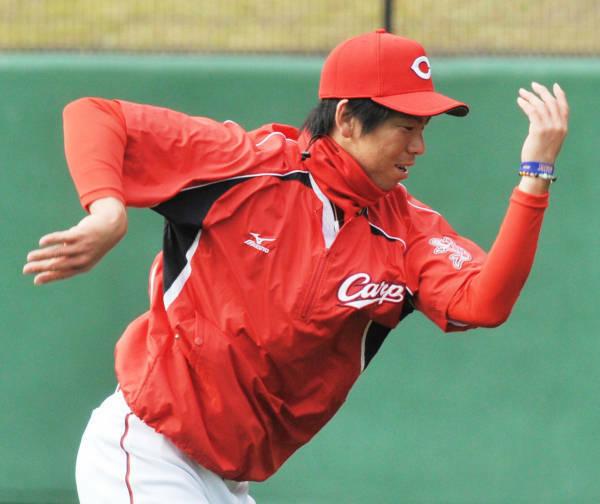 ツインズの前田健太選手ですが、 よく試合前の練習で肩関節と腕をぐるぐる回すストレッチング(いわゆるマエケン体操)やってるんをテレビ等で見かけますが、あのような肩ぐるぐる回すストレッチをやってる野球選手は前田以外にも多いんですか?