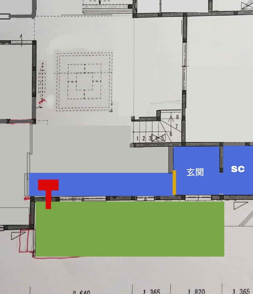 玄関からタイル土間の続いているリビングを計画しています。 新築木造にて、図のような玄関回りを考えています。 玄関から入って右側がシューズクローク、玄関空間はタイルのみでホールなし、オレンジ色で示した引戸を開けるとリビングの短辺端まで玄関土間と同じ高さのタイル床で続いています。青の部分です。 赤い四角はペレットストーブと、その煙突の出る部分です。 外側の玄関ポーチと、リビング前のウッドデッキをタイル張りに変え、玄関ポーチと高さをそろえて繋げても良いかと思っています。 ①土間?というのが正しいのか…リビングから一段低いタイル部分は、ペレットストーブを使っていても、玄関と引戸で区切っていても、やはり寒さが厳しいでしょうか?雪は年に何度か積もらない程度は降る東海圏です。 リビング外の屋根は2mあり、冬は土間に日が当たり、夏はあまり当たらない程度に出してあります。 基礎断熱は工務店に事例がありません。 ②土間部分は、タイル以外でしたらモルタルや土間コン?など、他に素材はなにが良いでしょうか。 ③リビングの土間と外のデッキはフラットにしたいのですが、問題はあるでしょうか?ウッドデッキであれば雨水の流れ込みなどは大丈夫だが、タイルデッキであれば排水対策が必要でしょうか? https://realestate.yahoo.co.jp/knowledge/chiebukuro/list/?proFlag=1