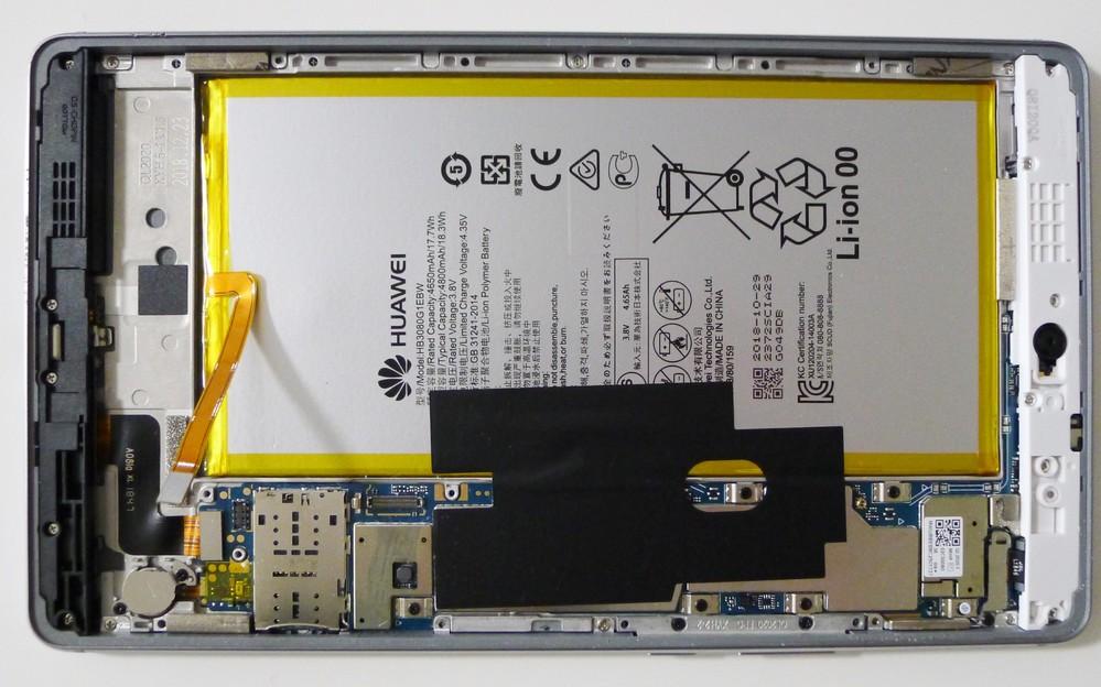 タブレットパソコンの物理破壊場所について質問です。 タブレットパソコンを廃棄するので内蔵データを物理破壊しようと思います。 液晶が壊れているため初期化出来ない為です。 機種はHUAWEI MediaPad M3 liteです。 分解しましたが、どこを壊せばいいのでしょうか? 写真を載せますのでストレージがある場所を教えて下さい。 宜しくお願いします。